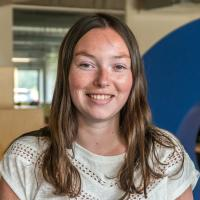 Justine Willocq, Franstalige copywriter bij Intracto
